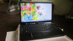 Sony Vaio VPC-EL25EG/B (AMD Dual-Core E-450 1.65GHz, RAM 4GB, HDD 500GB, VGA ATI Radeon HD 6320, 15.5 inch, Windows 7 Home Basic)