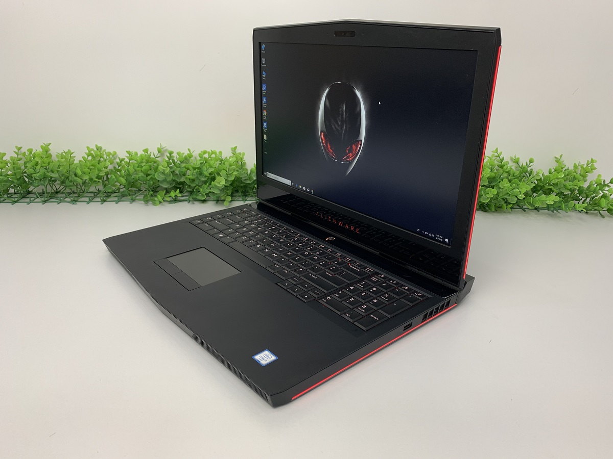 Laptop Dell Alienware M17 R4 (Core i7-7700HQ, RAM 16GB, SSD 128GB + HDD 1TB, VGA 8GB NVIDIA GeForce  GTX 1070, 17.3 inch FHD)